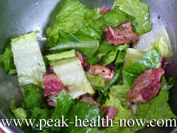Paleo Diet Salad romaine lettuce and sirloin steak